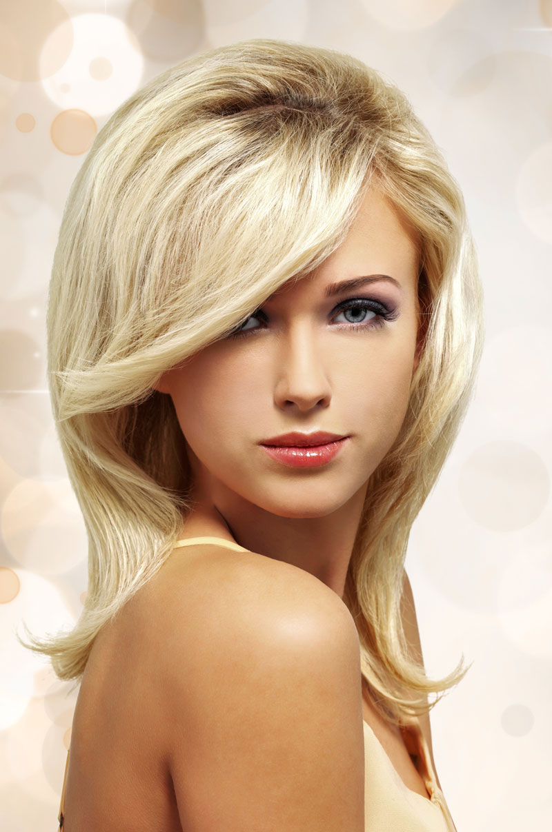 Trendige Langhaarfrisur für blonde Haare - Glatte Haare