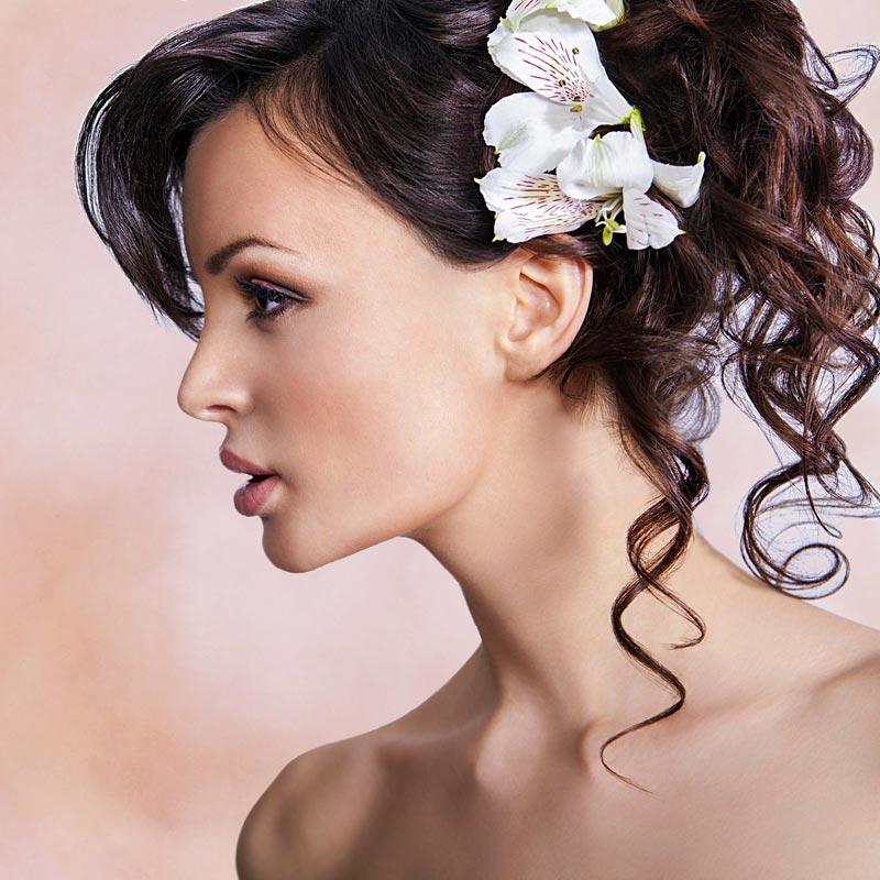 Romantische Hochsteckfrisur Mit Blumen Hochsteckfrisuren Fur Lange