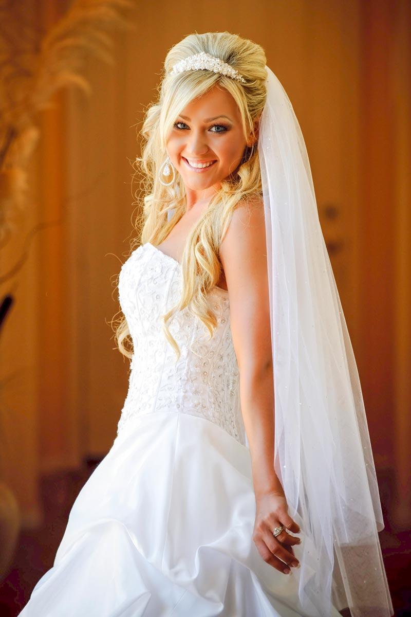 Blonde Offene Brautfrisur Mit Schleier Hochzeitsfrisuren