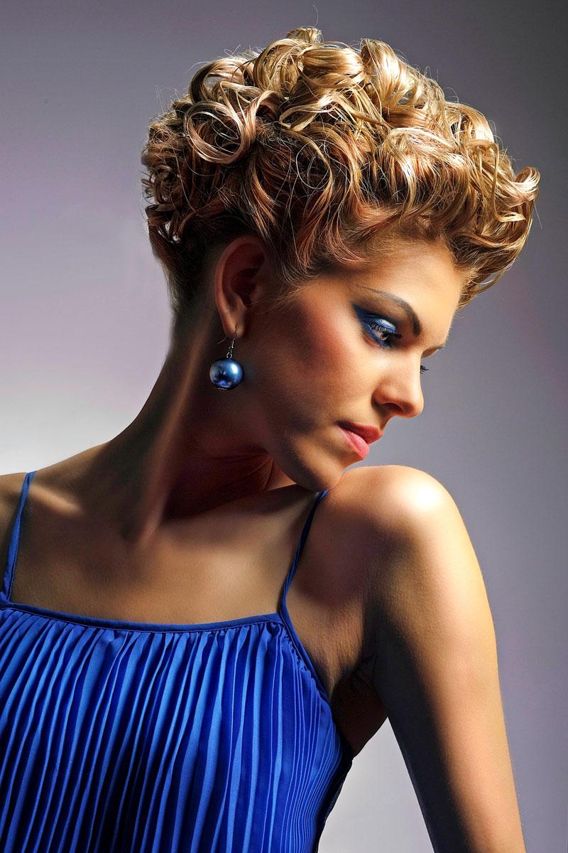 Elegant gestylte kurze lockige Haare - Elegante, festliche