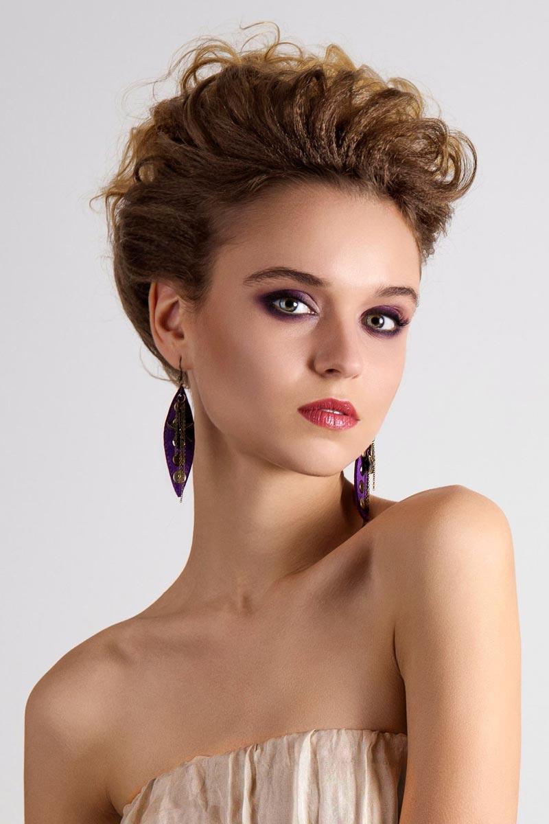 Pfiffige Kurzhaarfrisur für lockiges Haar - Freche