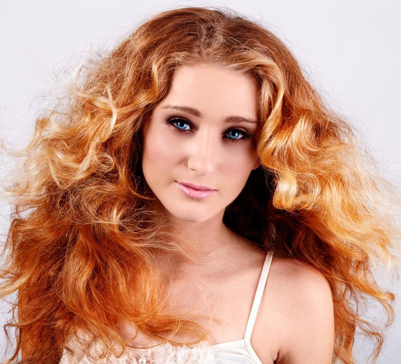 Rotblonde Lange Haare Mit Locken Im Messy Look Rote Haare