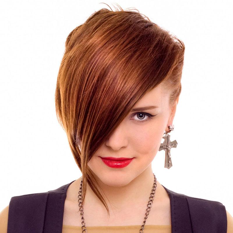 Peppige Frisur Mit Uberlangem Pony Rote Haare