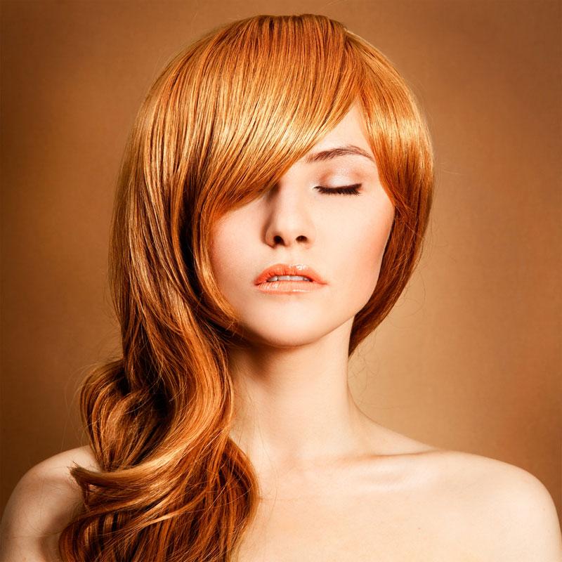 Kupferrote Lange Haare Zum Side Swept Mit Gelegt Rote Haare