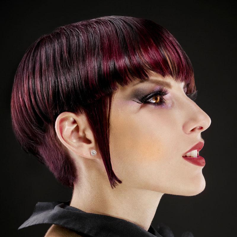 Undercut Frisur Mit Schwarzroten Haaren Und Strähnen Rote Haare