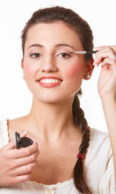 Eyeliner richtig auftragen – so gelingt ein perfekter Lidstrich