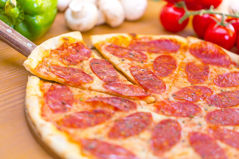 pizza selber machen rezept und anleitung. Black Bedroom Furniture Sets. Home Design Ideas